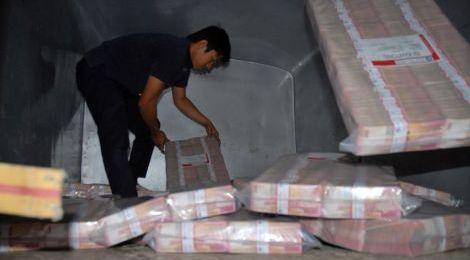 Rupiah Jatuh Karena Devaluasi Yuan