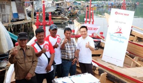 OCBC NISP Kasih Nelayan Kali Adem Bantuan Perahu