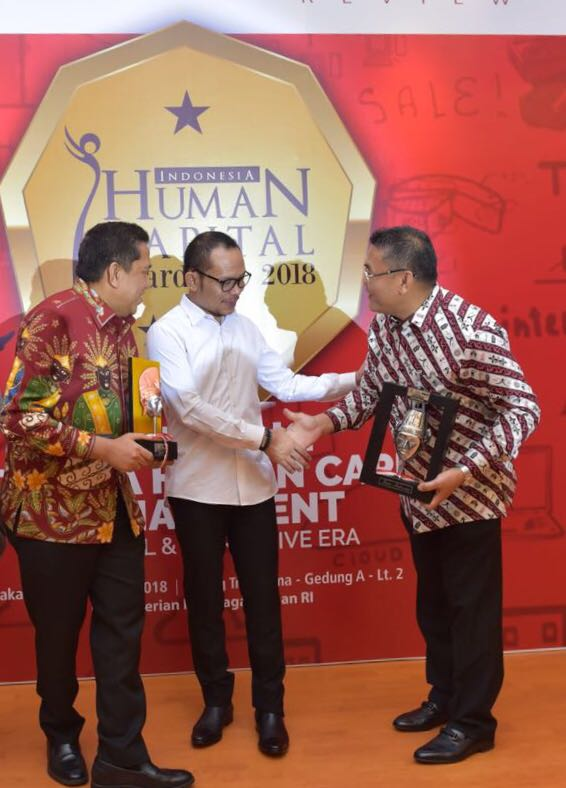 Dirut Bank Riau Kepri  Raih The Best Human Capital