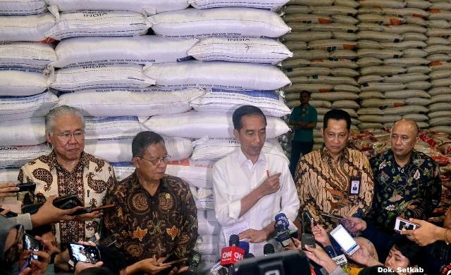 Stok Menumpuk, Jokowi Harap Harga Beras Bisa Turun
