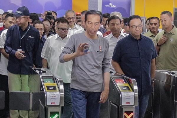 Resmikan MRT, Jokowi Pakai JakCard Bank DKI