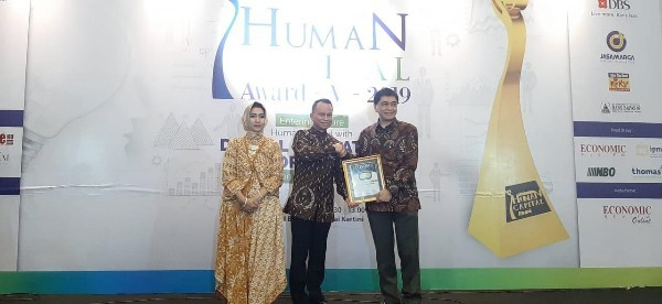 WOM Finance Diganjar Human Capital Award