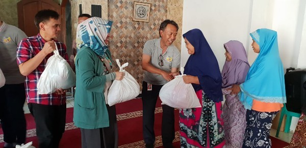 Sambut Lebaran, Mega Peduli Salurkan Paket Sembako