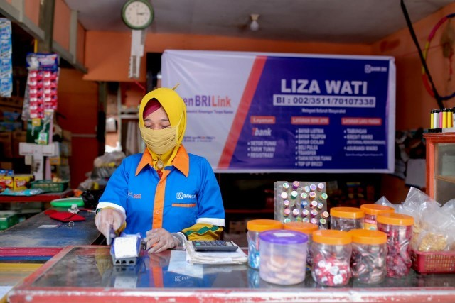 Agen BRILink Lizawati Yang Sukses Bukukan Transaksi Rp1,9 Miliar Perbulan