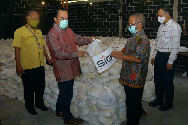 SIG Salurkan 64.601 Paket Kebutuhan Pokok ke Masyarakat