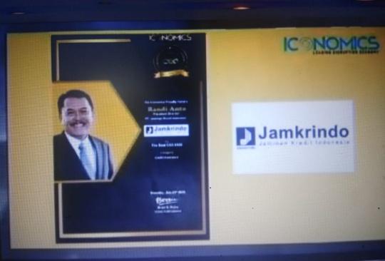 Randi Anto Diganjar Penghargaan CEO Terbaik