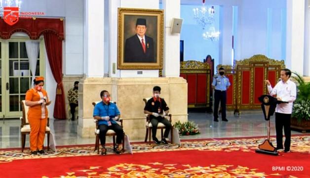 Jokowi Serahkan Subsidi Rp600 ribu ke Peserta BPJamsostek